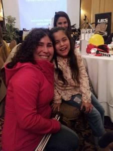 Claudia González , no-vidente y Isidora , niña símbolo Teletón 2011 , JUNTAS en el Ritz  !!!