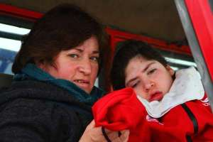 Magdalena . niña con parálisis cerebral severa y su Madre .
